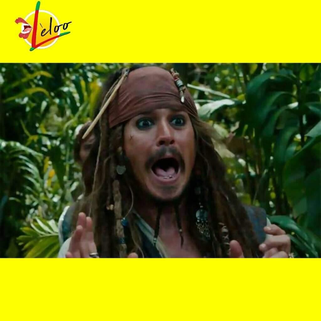 """Johnny Depp viré de Pirates des Caraïbes 6. Disney confirme  Interrogé sur l'avenir de la saga au cinéma, Sean Bailey (président de la production aux studios Walt Disney) a confié au Hollywood Reporter : """"Nous cherchons à apporter une nouvelle énergie et vitalité à la franchise. J'adore les films Pirates, mais l'une des raisons pour lesquelles (les scénaristes) Paul et Rhett sont véritablement intéressés par le projet est que nous voulons donner un coup de pied dans la fourmillière. C'est ce que je leur ai demandé."""" Qui dit reboot, dit repartir sur des fondations nouvelles et par conséquent faire fi des anciens personnages. Disney a peut-être senti qu'il était temps de mettre Johnny Depp/Jack Sparrow au repos. Joachim Ronning, co-réalisateur de la Vengeance de Salazar, est pressenti pour reprendre les commandes de l'épopée une fois qu'il aura mis en boîte Maléfique 2 avec Angeline Jolie.  Il y a quelques temps courrait la rumeur que le personnage principal du prochain Pirates des Caraïbes serait une femme. Disney va avoir fort à faire pour faire oublier la prestation de Depp en Jack Sparrow auprès des fans. A propos de Johnny Depp, Stuart Beattie, scénariste du premier film, a confié au Daily Mail : """"Je crois qu'il (Johnny Depp) a fait son temps. Évidemment, il s'est approprié le personnage, qui est devenu celui pour lequel il est le plus connu aujourd'hui. Les enfants partout dans le monde l'adorent dans ce rôle, qui a été bénéfique pour lui, et pour nous  Source : FilmsActu http://cinema.jeuxactu.com/news-cinema-johnny-depp-vire-de-pirates-des-caraibes-6-disney-confirme-31022.htm"""