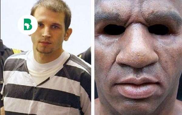 Cet homme porte un masque pour se faire passer pour un homme noir et commettre des braquages