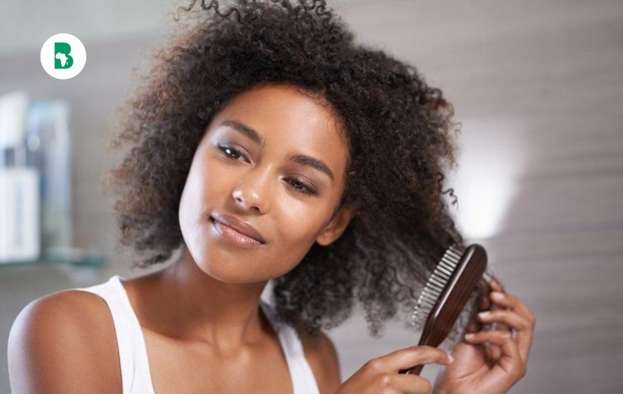 Quel peigne ou brosse pour vos cheveux afro