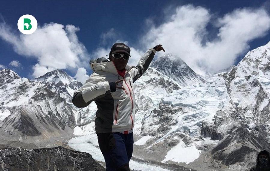 Cette femme d'affaires sud-africaine devient la première femme africaine noire à escalader le mont Everest