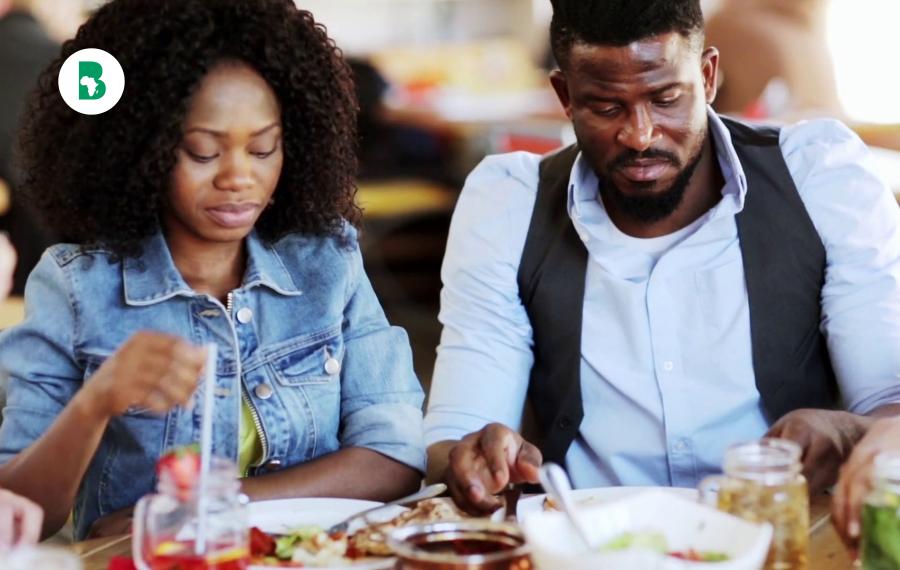 Selon une étude une femme sur trois sort avec un homme seulement pour la nourriture gratuite