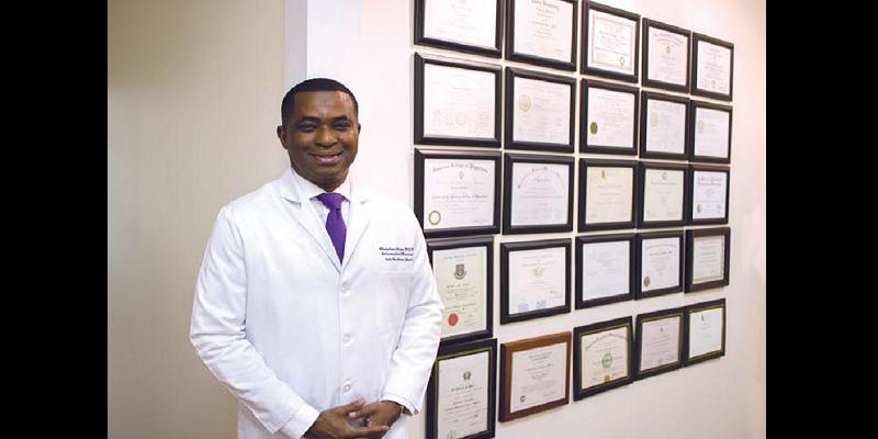 Âgé de 47 ans, ce médecin nigérian est le seul à être à la fois cardiologue et néphrologue au monde