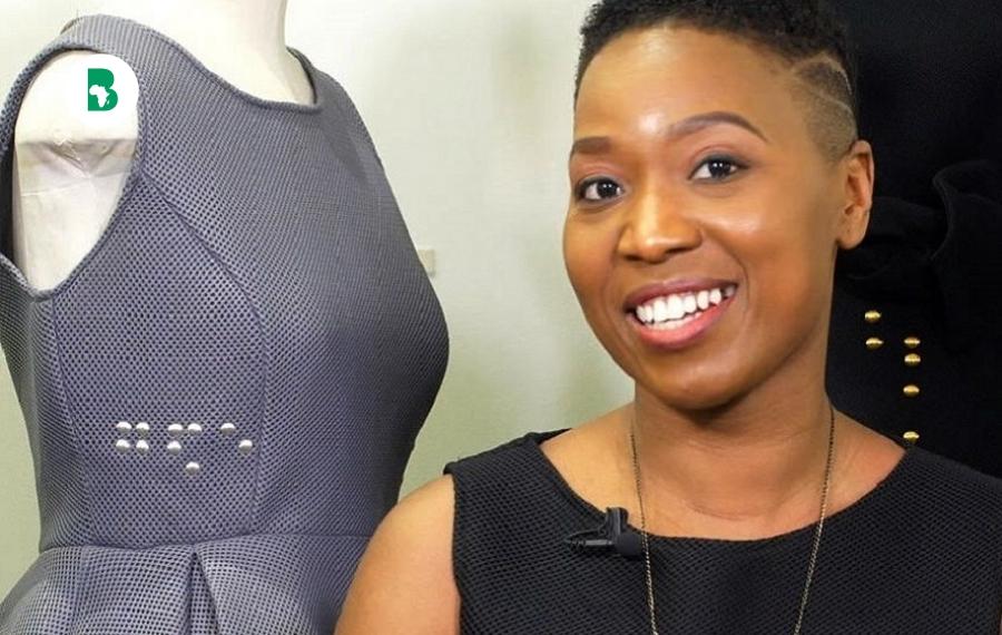 Cette créatrice inspire les aveugles en mélangeant le braille dans ses créations de mode