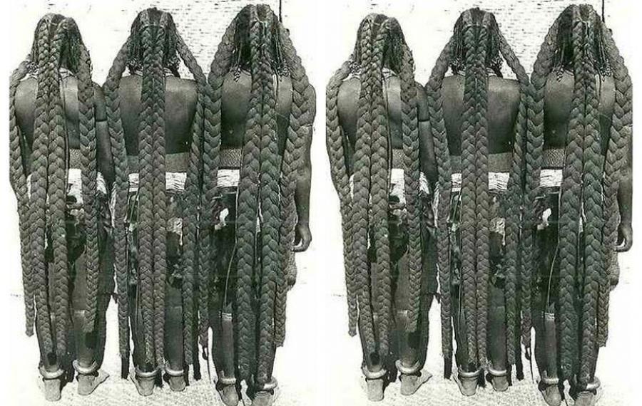 Rencontrez les femmes Mbalantu, les Rapunzels de l'Afrique qui avaient des cheveux incroyablement longs qui touchai