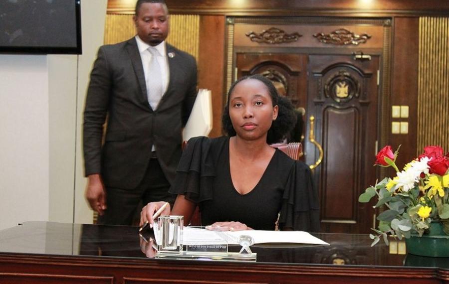 Emma Theofilus est la plus jeune ministre et députée de Namibie à 23 ans