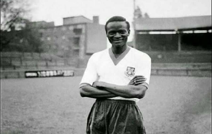 Tesilimi Olawale Balogun est le premier entraîneur de football professionnel qualifié d'Afrique