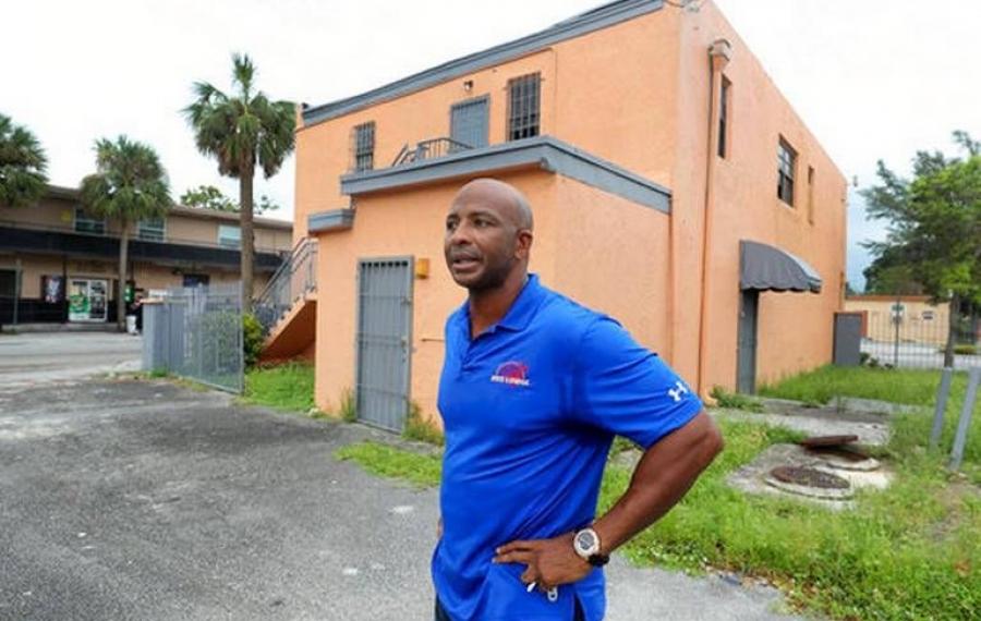 Cet homme d'affaires a utilisé ses gains de loterie de 52 millions de dollars au profit de la communauté afro-améri