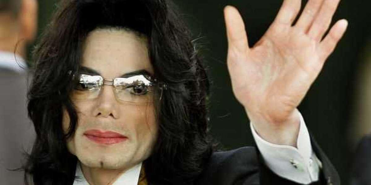 Michael Jackson en tête de la liste Forbes des célébrités mortes les mieux rémunérées pour la huitième année consécutive